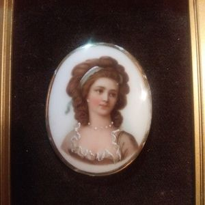 Vintage HAND PAINTED Portrait in frame Brouch/pin